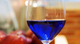 Иновации: Създадоха синьо вино