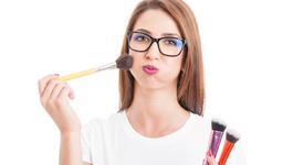 Грим съвети за момичета, носещи очила