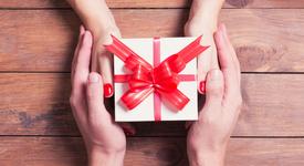 Свети Валентин 2017: 5 идеи за подаръци за нея