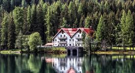 Хотел между дърветата: Приказка в Швеция