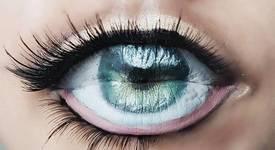 Устни ви гледат с широко отворени очи