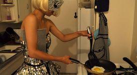 Лейди Гага - истински факир в кухнята