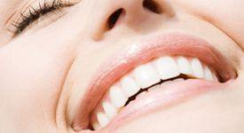 Усмивката прави хората да изглеждат по-млади