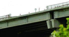 Шофьор на тролей номер 2 се хвърли от моста 'Чавдар'