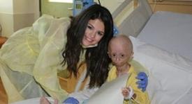 Селена Гомес посети своя болна фенка (+видео)