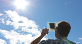 Внимание:Селфитата със слънчевото затъмнение в петък могат да доведот до слепота
