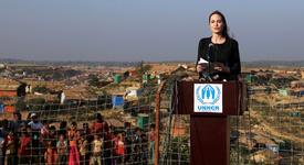 Анджелина - съсипана от среща с бежанци