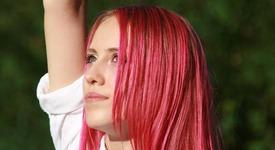 Черешово русо диктува модата при косите