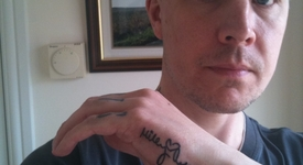 Фен показа 15-те си татуировки, посветени на Майли Сайръс (+снимки)