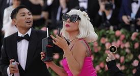 Лейди Гага пак се показа без грим
