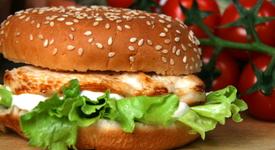 Мъж осъди работодателя си – карал го да яде хамбургери