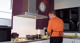 Мъжете прекарват все повече време в кухнята