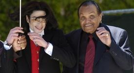 Почина бащата на Майкъл Джексън