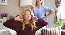 Проблемите, които имаш, когато живееш с родителите си (и няколко плюса!)