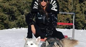 Николета Лозанова се радва на кучешки впряг в Пампорово