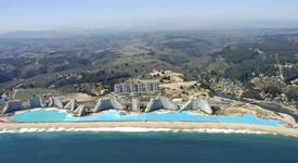 Воден рай в Чили: Най-големият басейн в света