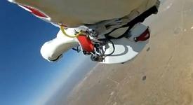 Уникални кадри от скока на Баумгартнер (+видео)