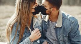 Учени: Правете секс с маска!