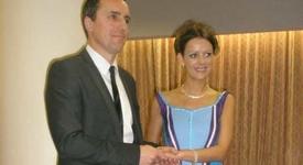 """Футболна фенка се омъжи в рокля от тениски на """"Манчестър сити"""" (+снимка)"""