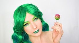 Тренд: Зелени сенки за очи с брокат