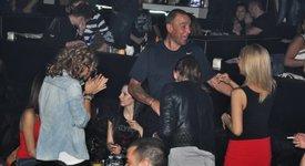 Вини Джоунс в столична дискотека по анцуг