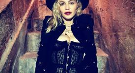 Синът на Мадона ѝ краде гримовете
