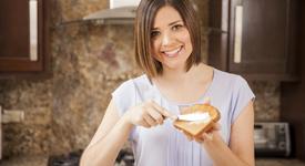 Мазните храни, които ще ти помогнат да се отървеш от излишните килограми