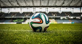 Евро 2020: Най-красивите футболни половинки