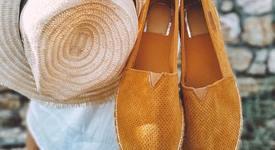 Риана зададе тренд: Мрежести сандали за лятото