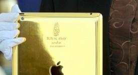 Посрещат гости на хотел с позлатени iPad-и