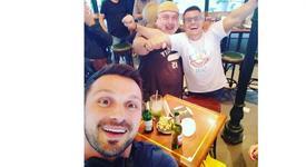 Андрей почерпи приятели за раждането на сина си