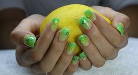 Маникюр в зелено: Хит за лятото