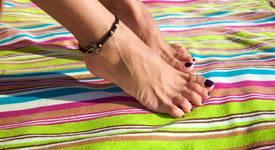 Гривните на крака - любим аксесоар на всяко момиче