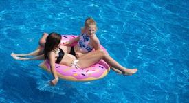 На море: С какво ще плуваме това лято?