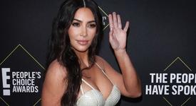 Ким Кардашян с очила от пух