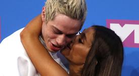 Пийт поискал разрешение да целуне Ариана