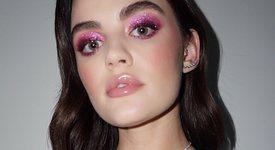 Приказно излъчване с розови сенки за очи