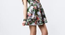 Модата на цветните мотиви по дрехите