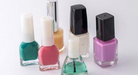 4 цвята лак за нокти за пролетта