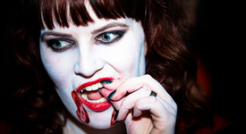 Американка - вампир пие по 2 литра човешка кръв месечно