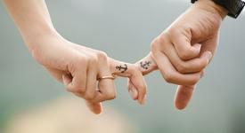 3 зодии, които биха си направили еднаква татуировка с гаджето