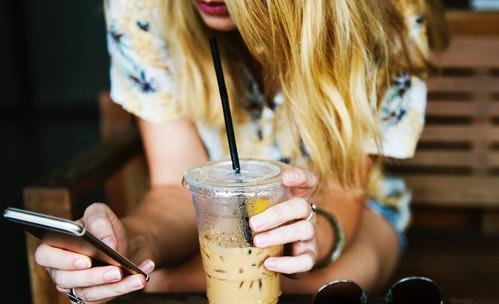 6 знака, че си чатите с човек с фалшив профил