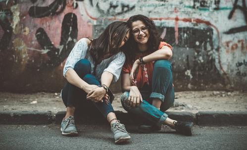 Какво търсят зодиите в приятелството?