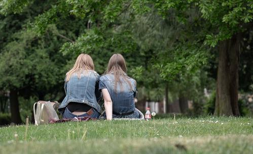 Заради COVID-19: Как да сте по-внимателни при срещите с приятели?