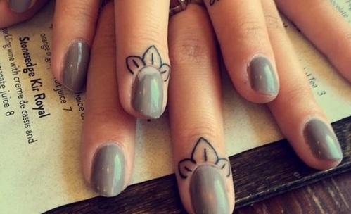 Татуировки над ноктите – новият хит!