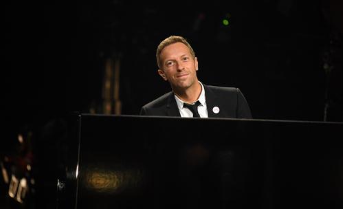 Крис Мартин се обясни в любов на Дакота Джонсън на сцената