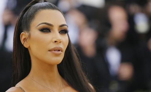 Защо Ким Кардашян не се усмихва?
