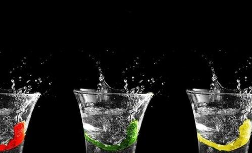 Как пиенето на вода ни прави по-красиви?