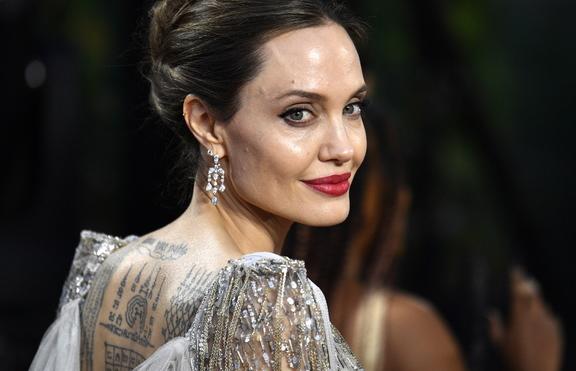 Анджелина Джоли - бясна на Брад Пит