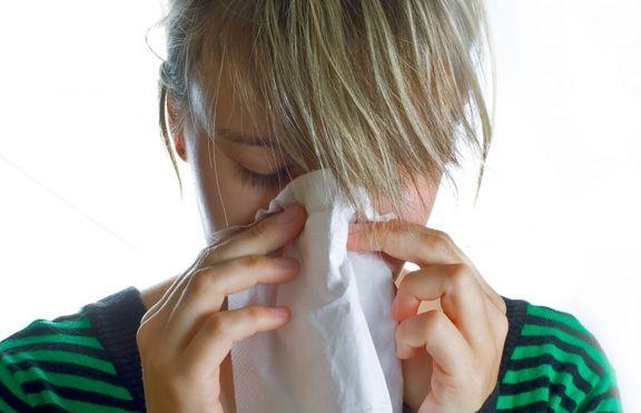 12-годишно момиче киха по 12 000 пъти на ден